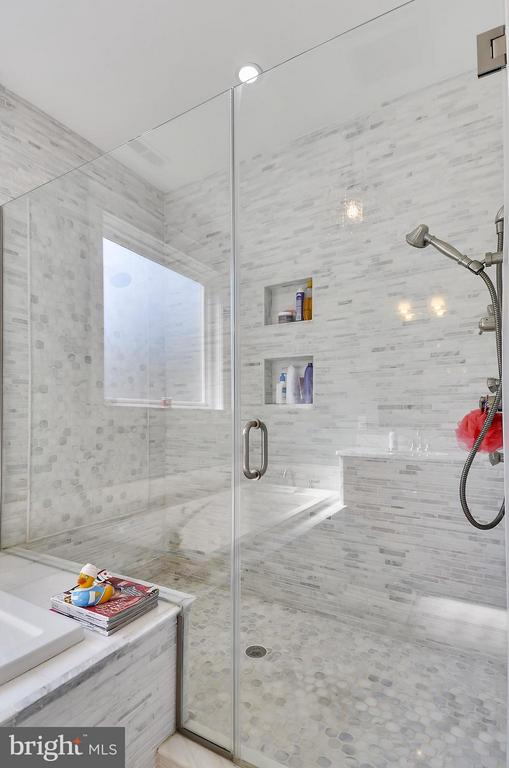 Spa like walk in shower with bench - 5656 5TH ST N, ARLINGTON