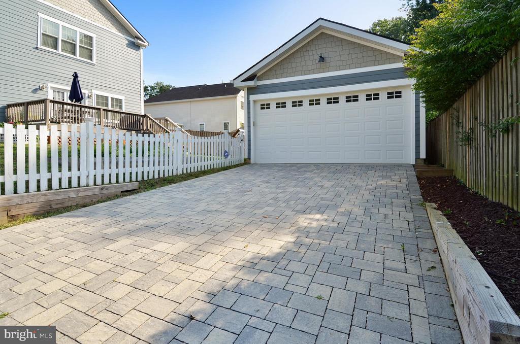 Detached 2 car garage, paver driveway - 5656 5TH ST N, ARLINGTON