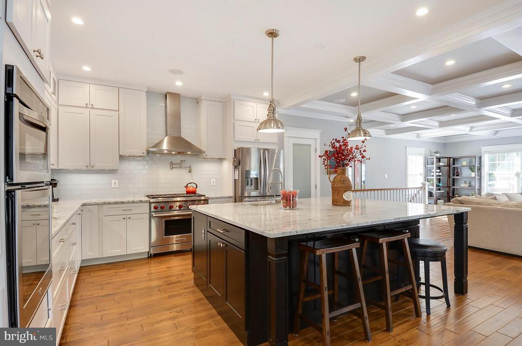 6 burner gas rng, walk in pantry, shaker cabinets - 5656 5TH ST N, ARLINGTON