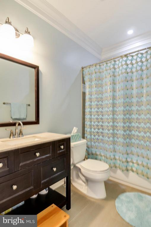 Hall bathroom on second floor -also beautiful - 5656 5TH ST N, ARLINGTON