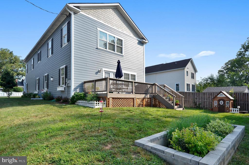 Roomy backyard - 5656 5TH ST N, ARLINGTON
