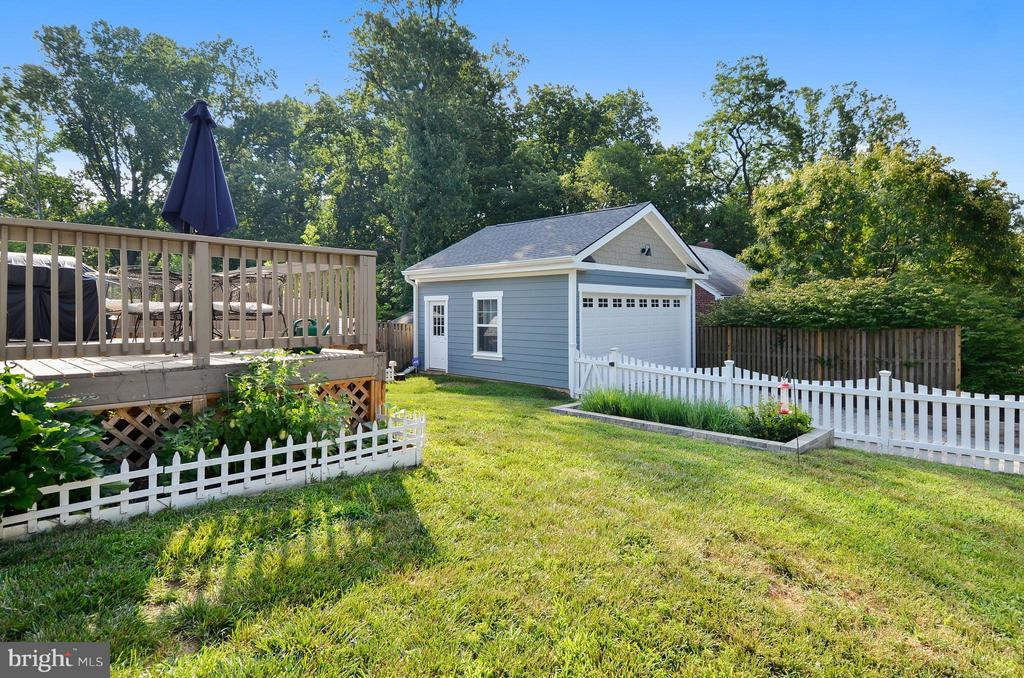 Spacious yard, fully fenced, room on all sides - 5656 5TH ST N, ARLINGTON