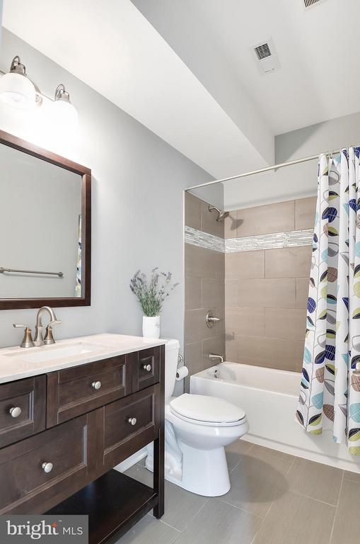 LL Full bath, great for extended guests - 5656 5TH ST N, ARLINGTON