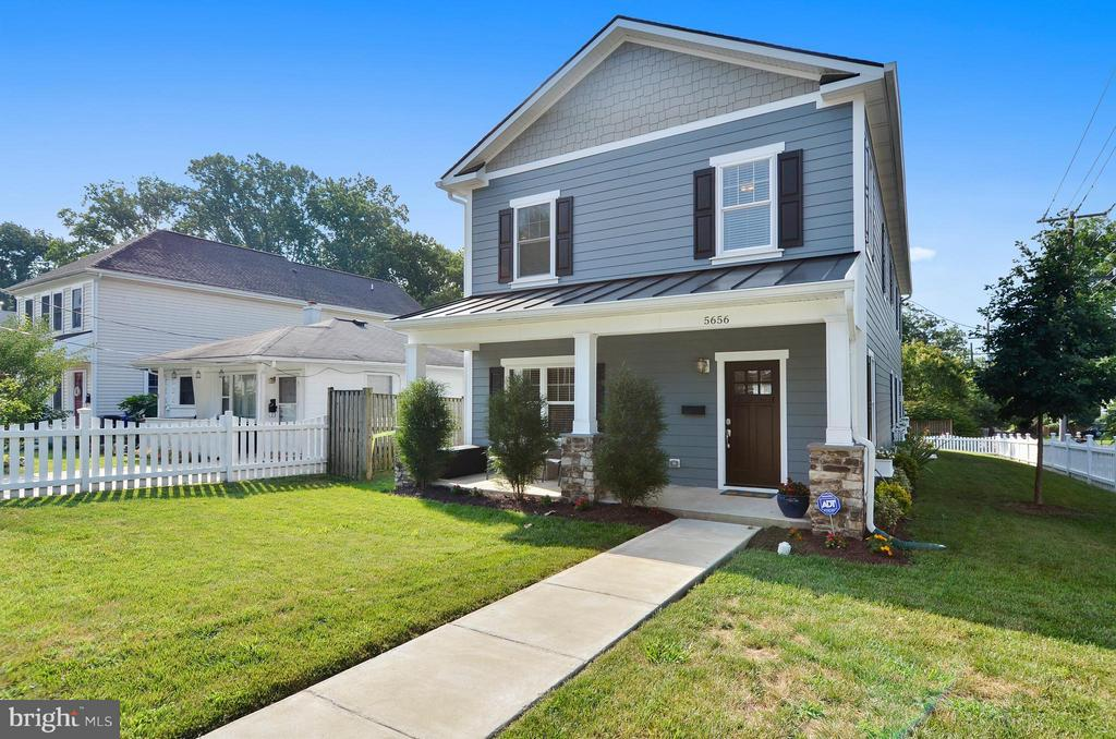 Stunning Blend of Modern and Country Charm - 5656 5TH ST N, ARLINGTON