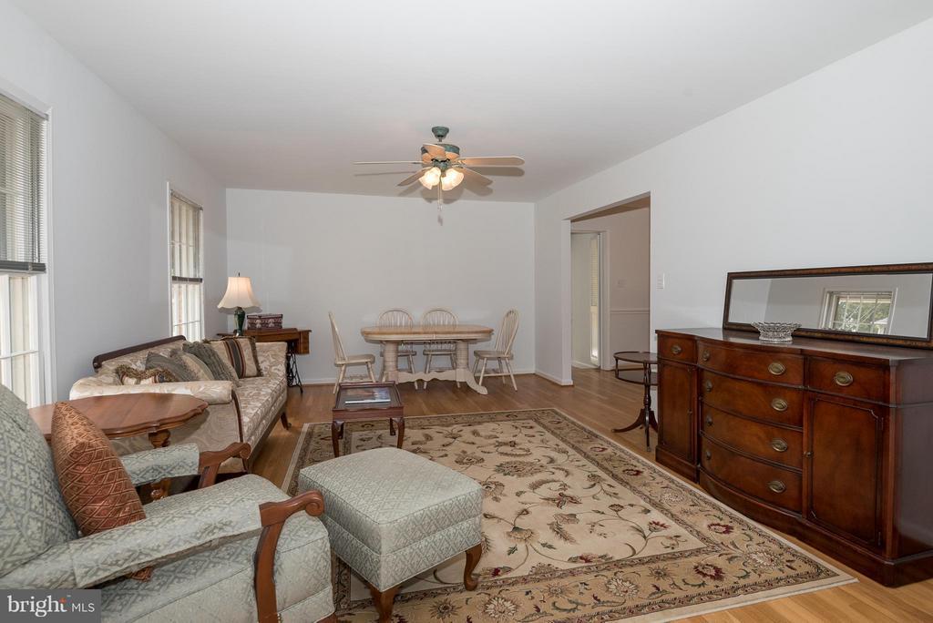 Living Room - 9606 JOMAR DR, FAIRFAX