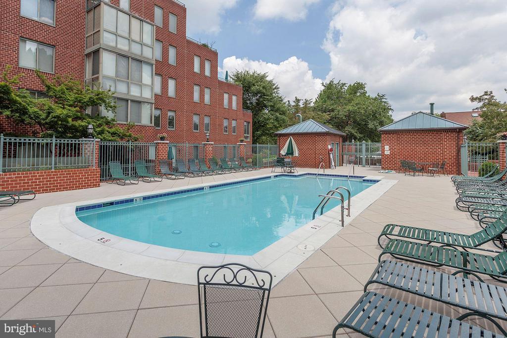Outdoor pool - 1045 UTAH ST #2-304, ARLINGTON
