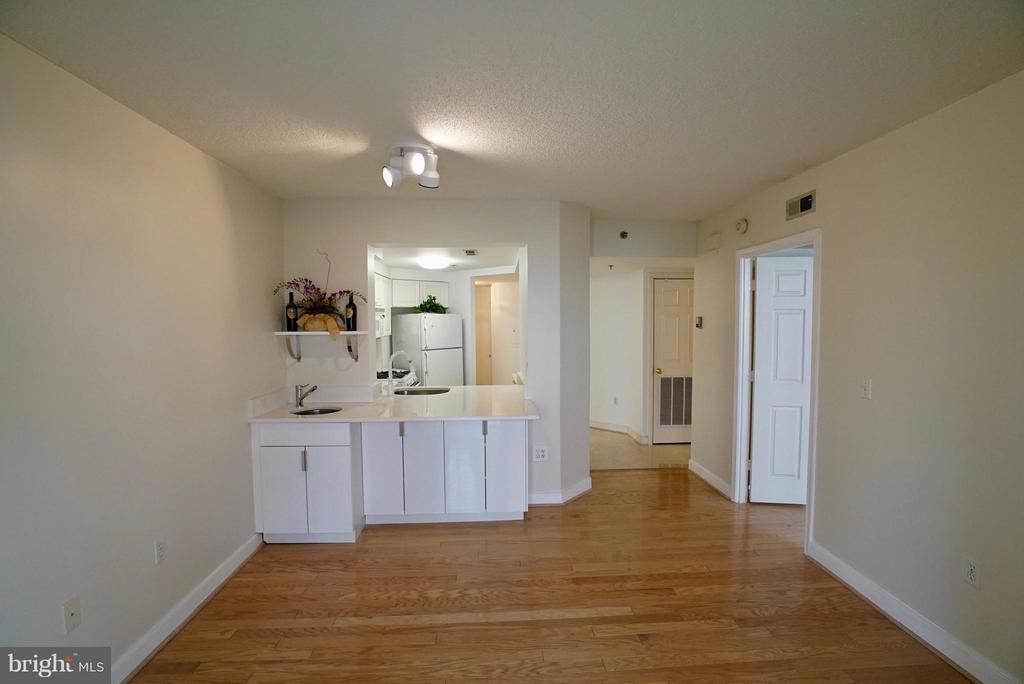 Hardwood floors throughout living room - 1045 UTAH ST #2-304, ARLINGTON