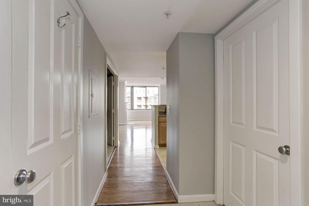 FOYER - FEELS LIKE A HOUSE WITH A REAL FOYER! - 2220 FAIRFAX DR #705, ARLINGTON