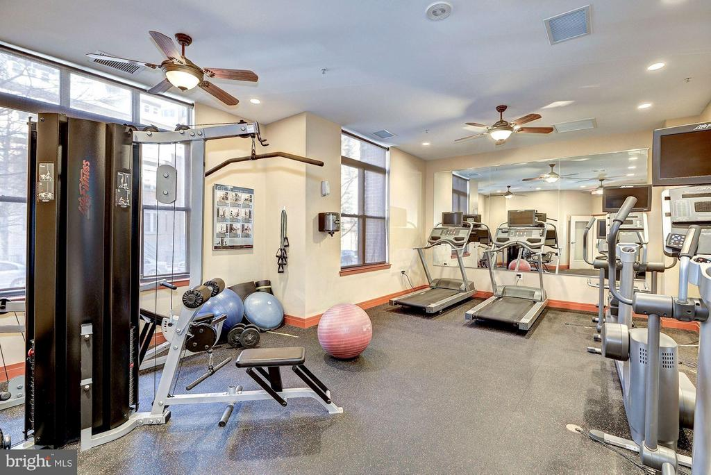 FITNESS CENTER WITH CARDIO & WEIGHTS! - 2220 FAIRFAX DR #705, ARLINGTON