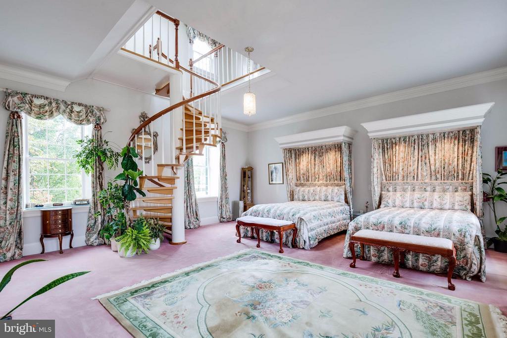 Master Bedrm w/ Architectural Digest Spiral Stair - 7570 FALKLAND DR, GAINESVILLE