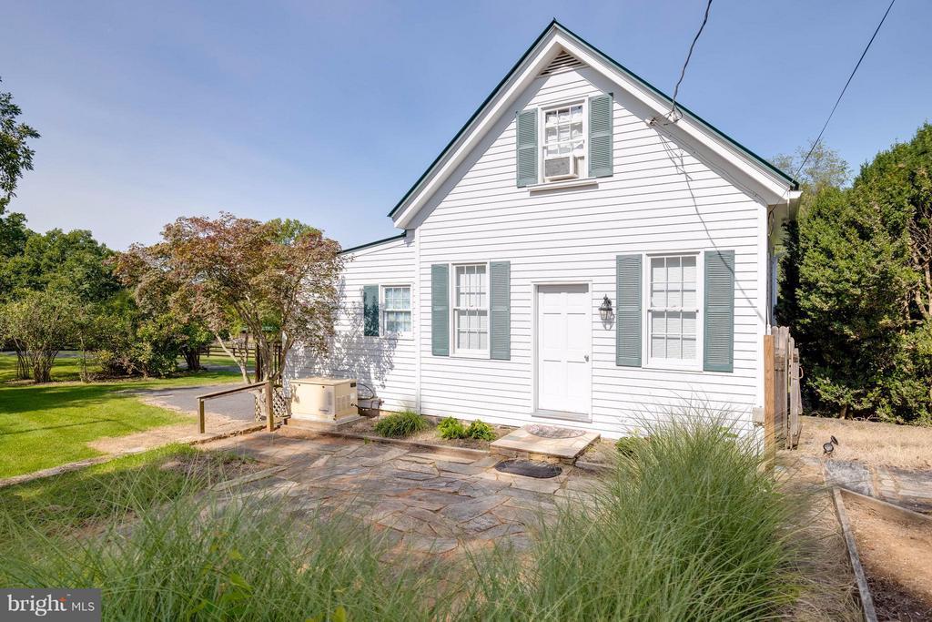 Tenant / Guest House - 7570 FALKLAND DR, GAINESVILLE
