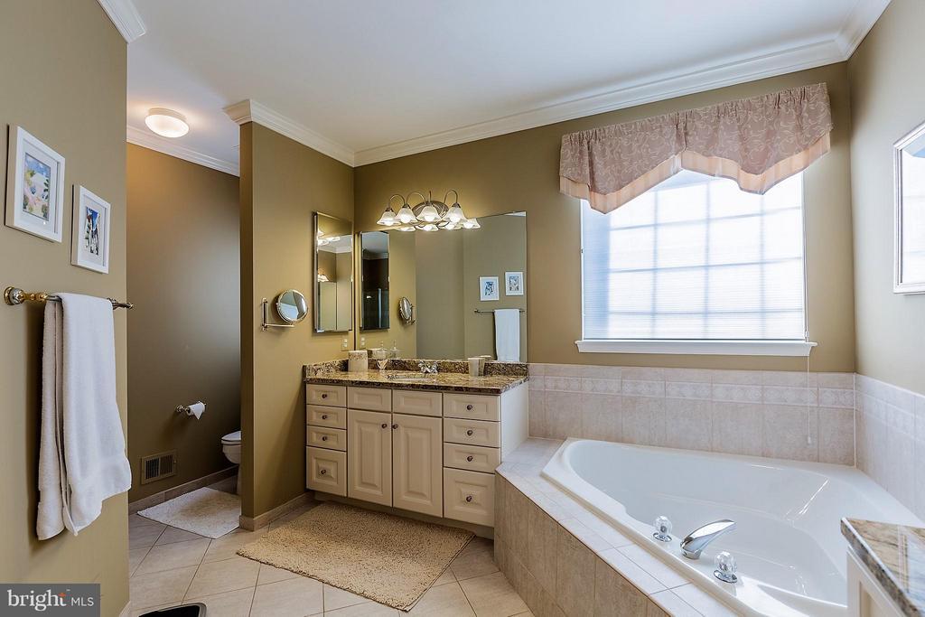 Bath (Master) With Separate Vanities - 3714 EQUINOX WAY, DUMFRIES