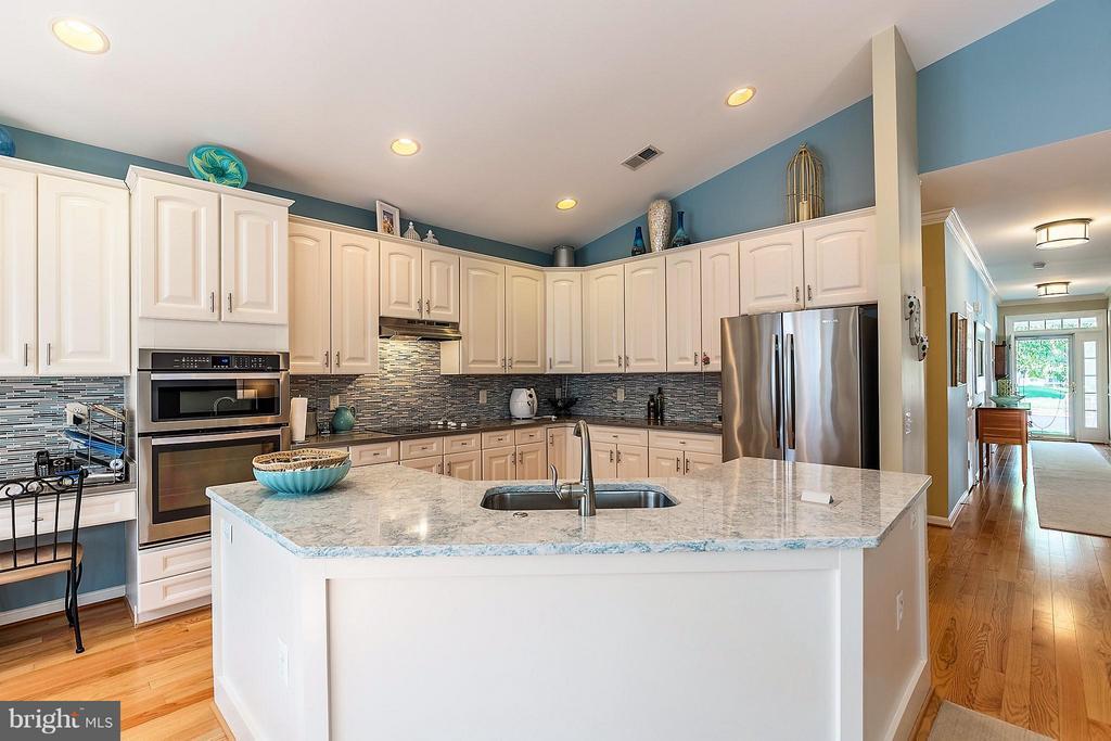 Kitchen With Custom Island - 3714 EQUINOX WAY, DUMFRIES