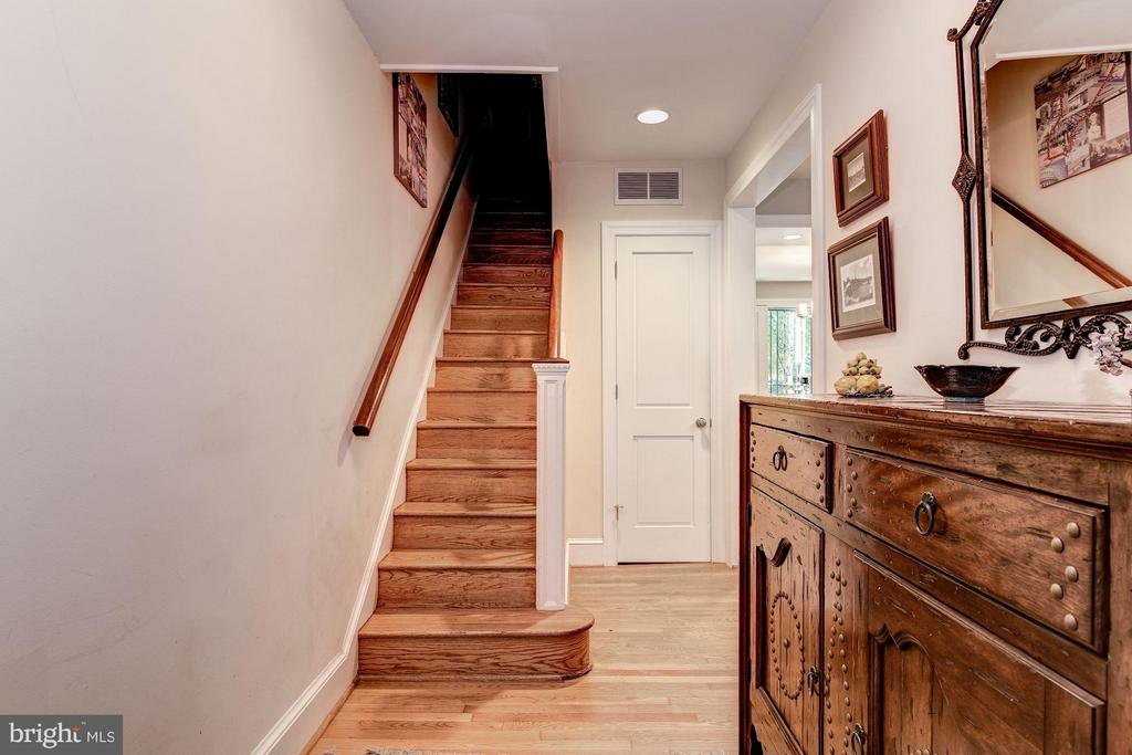 Entry Foyer - 2126 NEWPORT PL NW, WASHINGTON