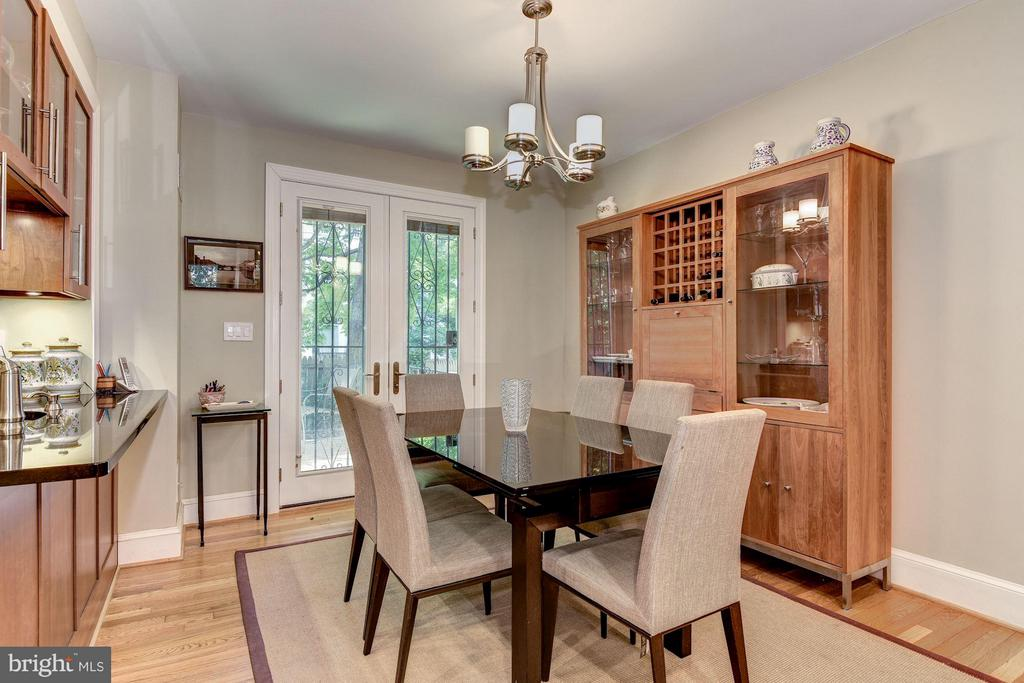 Dining Room w/ French Doors to Private Deck - 2126 NEWPORT PL NW, WASHINGTON