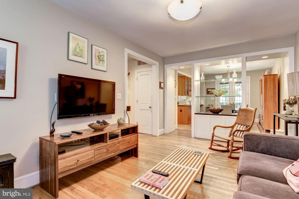 To Dining Room with Custom Built-In  Seoaration - 2126 NEWPORT PL NW, WASHINGTON