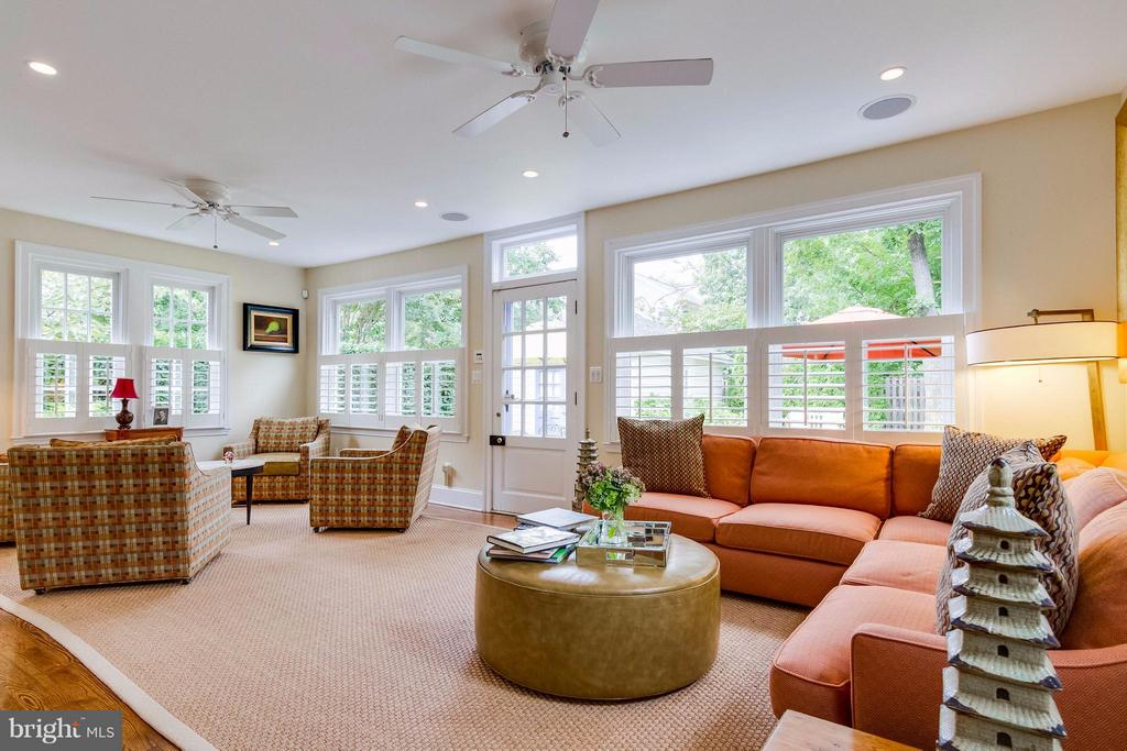 Beautiful windows allow fantastic natural light - 411 FONTAINE ST, ALEXANDRIA