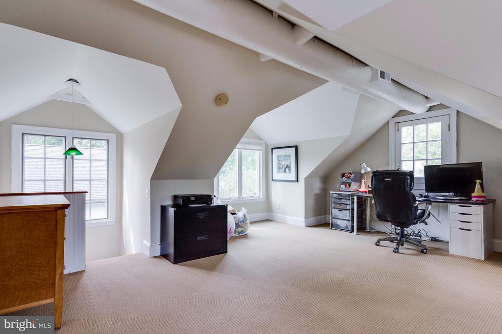 Top Floor, great light, lots of room - 411 FONTAINE ST, ALEXANDRIA