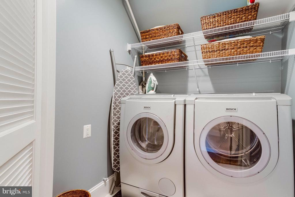 Updated Laundry Room Upper Level - 411 FONTAINE ST, ALEXANDRIA