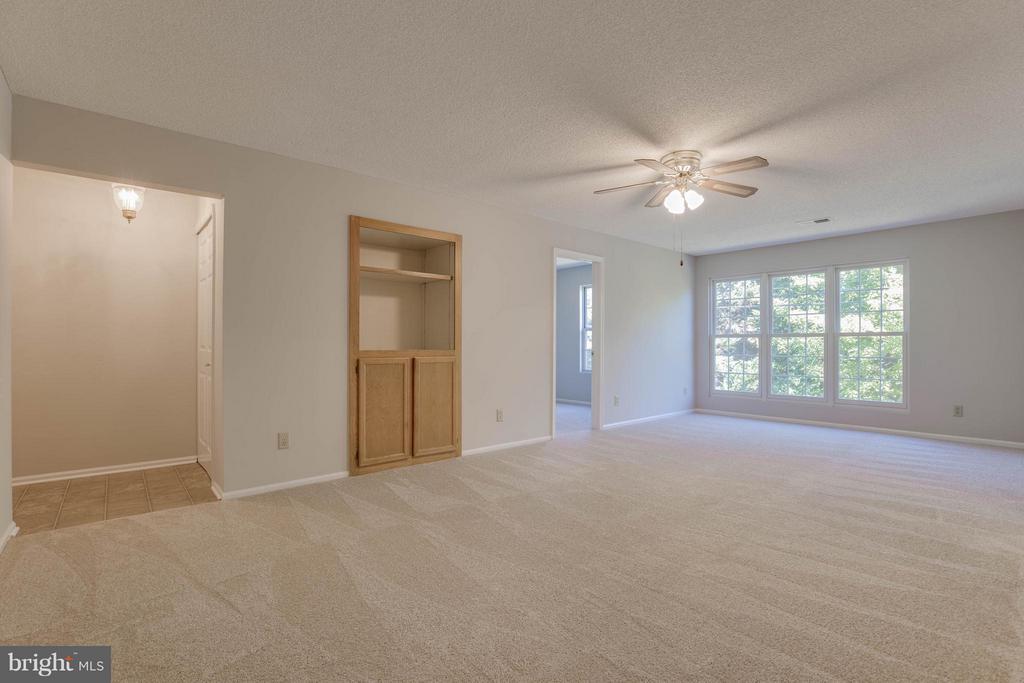 Living Room - 1112 HUNTMASTER TER NE #202, LEESBURG