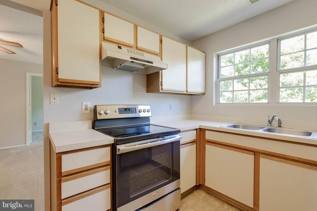 Kitchen - 1112 HUNTMASTER TER NE #202, LEESBURG