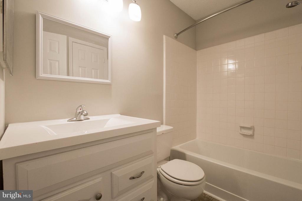 Bathroom - 1112 HUNTMASTER TER NE #202, LEESBURG