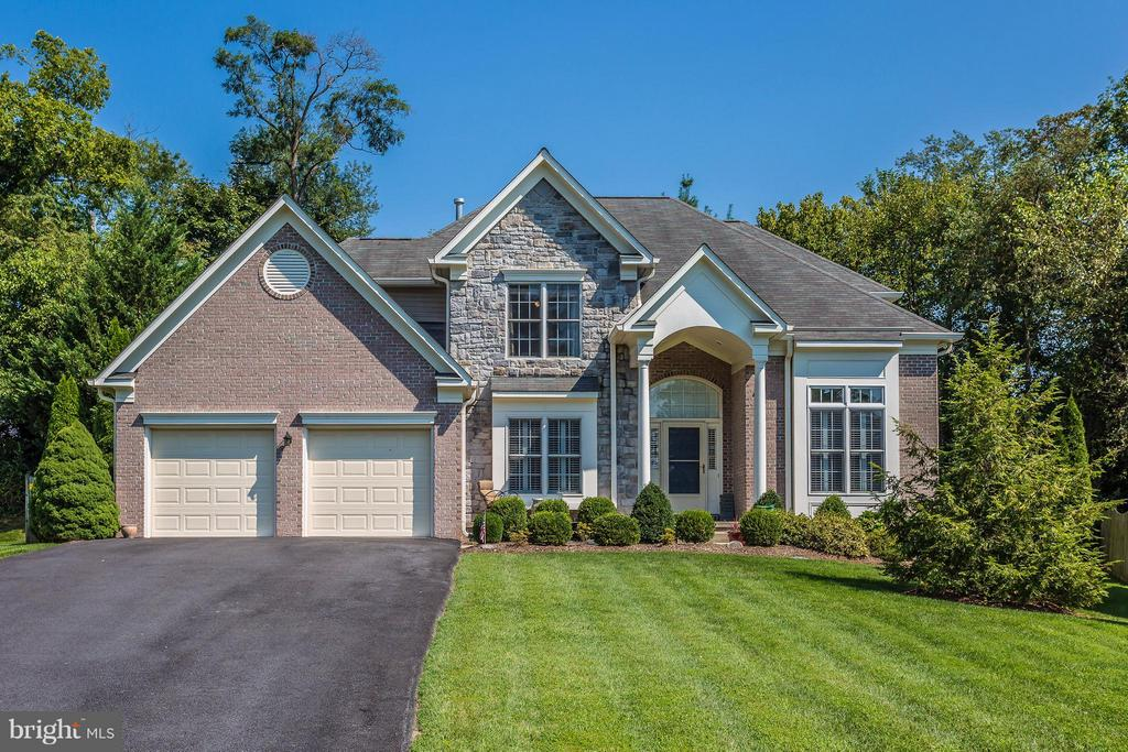 Beautiful brick and stone front - 5903 RIVERWOOD CT, FREDERICK