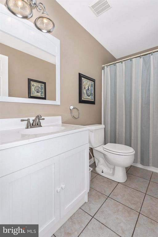 Full bath. - 5903 RIVERWOOD CT, FREDERICK