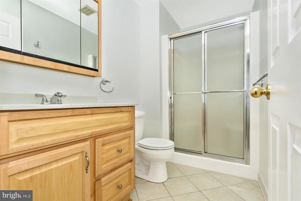 Full Bathroom - 10 HACKETT CT, POOLESVILLE