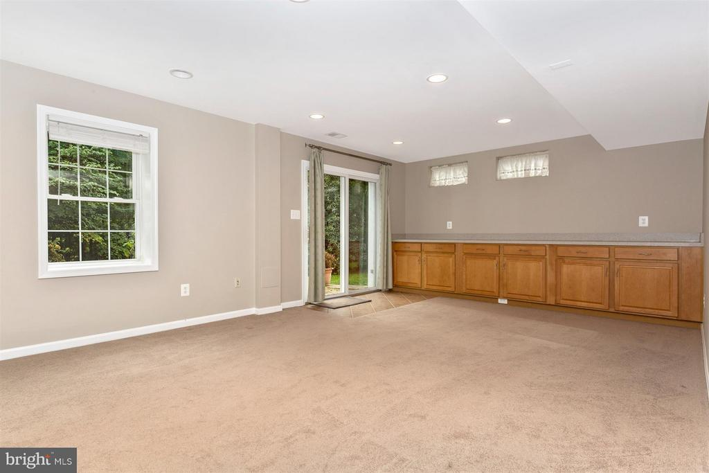 Built In Cabinets. - 10 HACKETT CT, POOLESVILLE