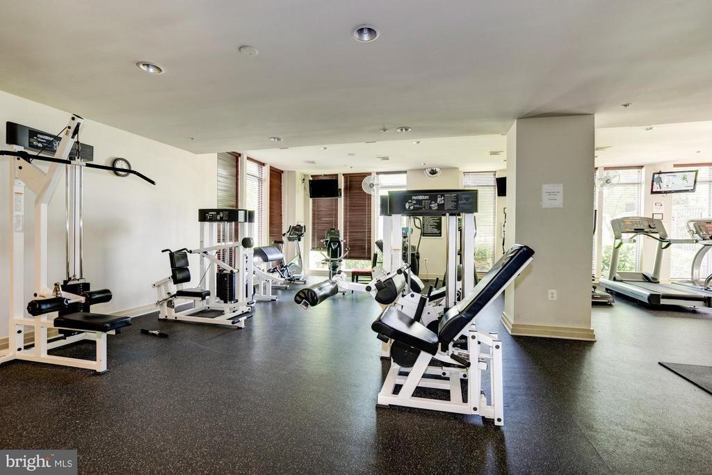 Fitness center - 9486 VIRGINIA CENTER BLVD #107, VIENNA