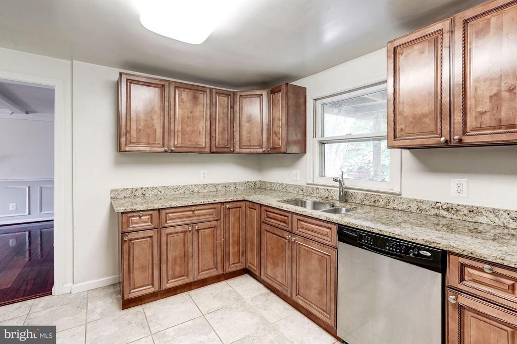 Kitchen (1 of 2) - 602 MERLINS LN, HERNDON