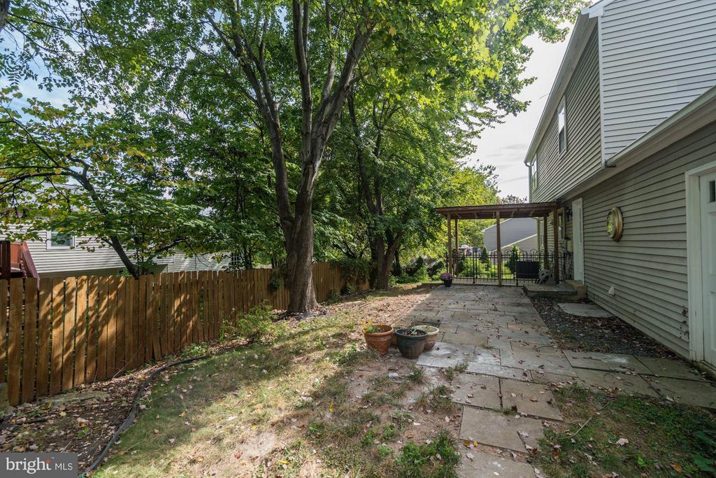 Back Yard (3 of 3) - 602 MERLINS LN, HERNDON