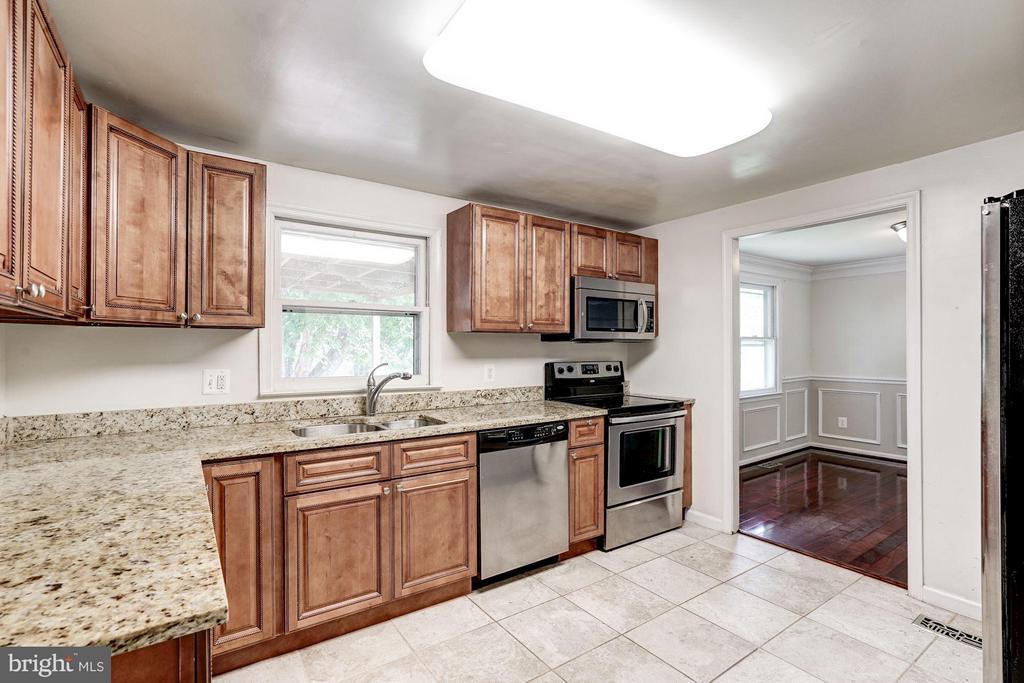 Kitchen (2 of 2) - 602 MERLINS LN, HERNDON