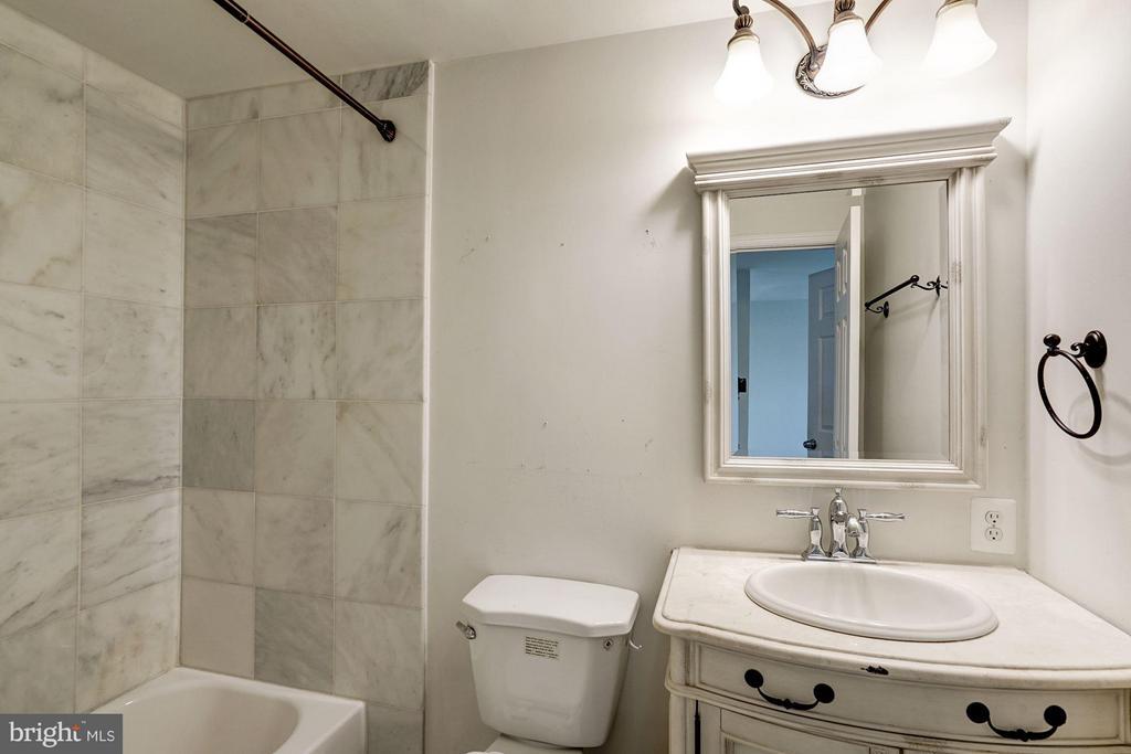 Master Bathroom - 602 MERLINS LN, HERNDON