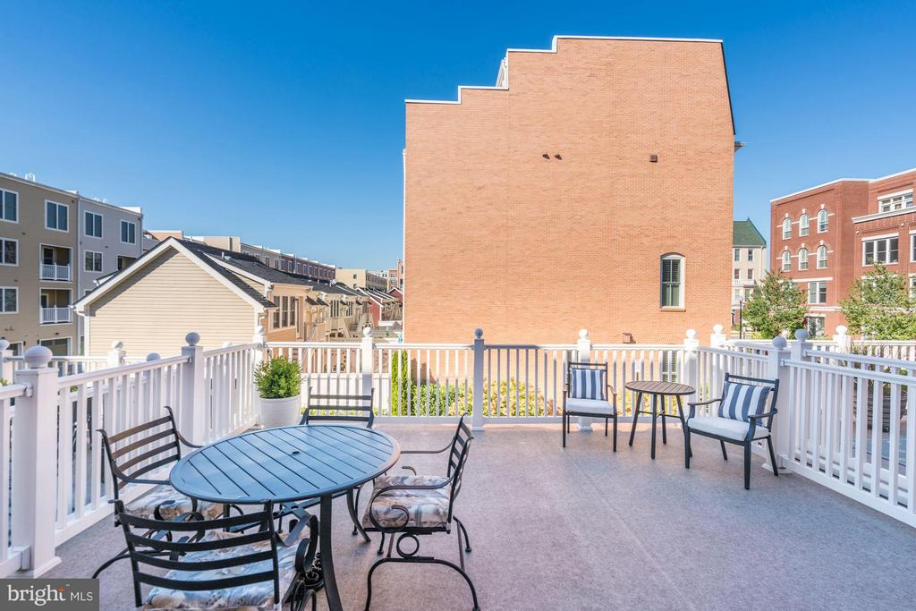 400 SQUARE FOOT DECK - PERFECT FOR OUTDOOR LIVING! - 622 CUSTIS AVE E, ALEXANDRIA