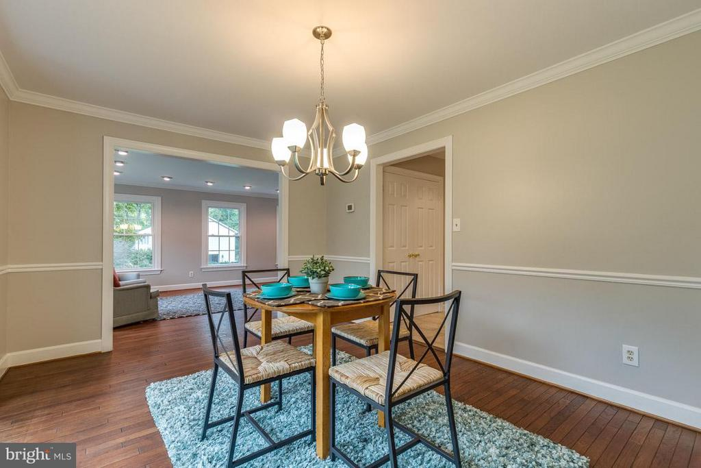 Dining Room features crown and chair molding. - 12105 METCALF CIR, FAIRFAX