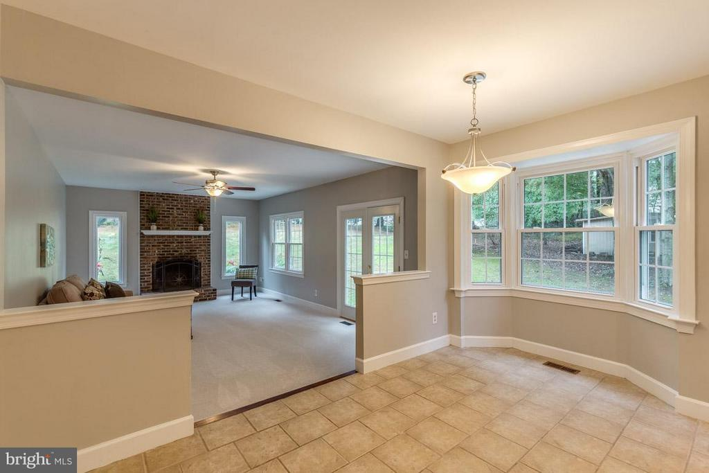 Enjoy meals in the eat-in table space - 12105 METCALF CIR, FAIRFAX