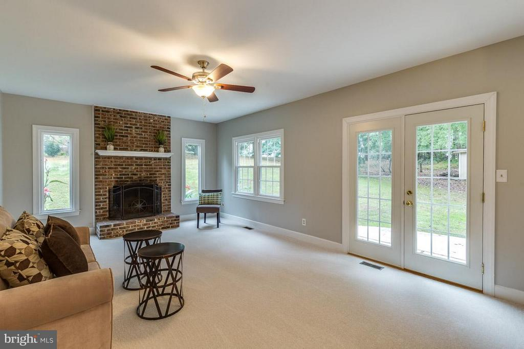 Champion windows throughout. - 12105 METCALF CIR, FAIRFAX