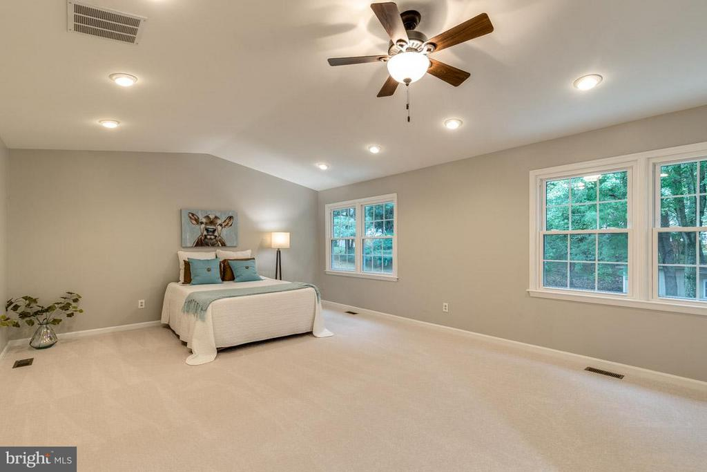 Vaulted ceilings and recessed lighting highlight. - 12105 METCALF CIR, FAIRFAX