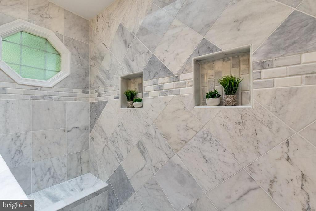 Gorgeous marble walk-in shower with bench - 12105 METCALF CIR, FAIRFAX