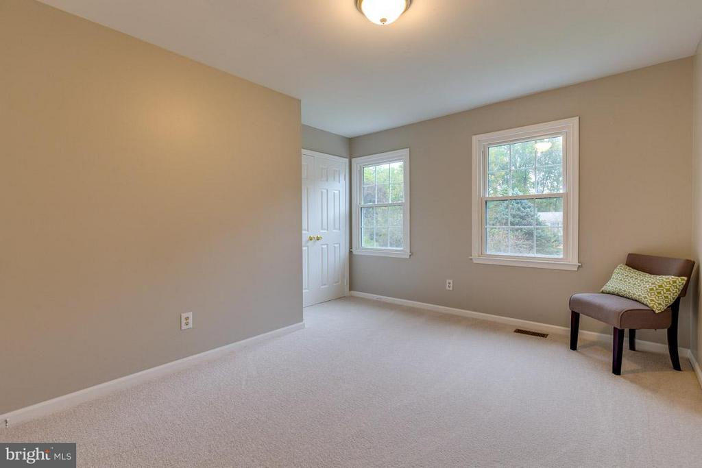 Bedroom 4 offers views to front. - 12105 METCALF CIR, FAIRFAX