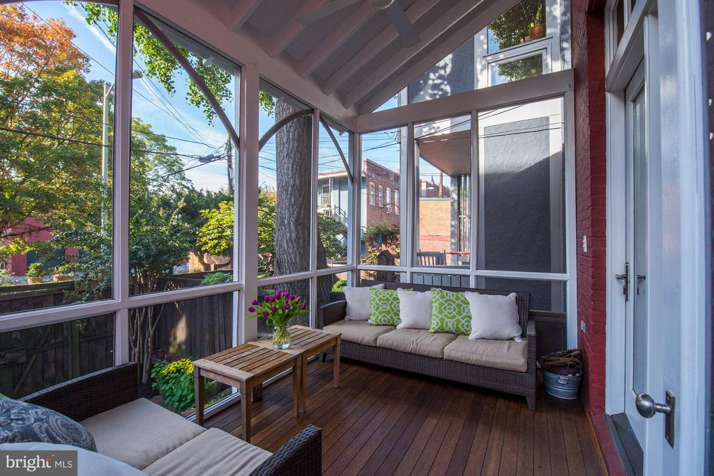 Rear porch. - 1115 EAST CAPITOL ST SE, WASHINGTON