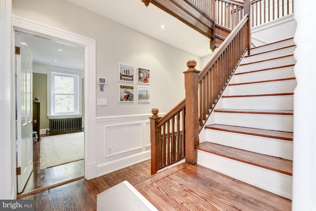 Grand stairs on the first floor - 1115 EAST CAPITOL ST SE, WASHINGTON