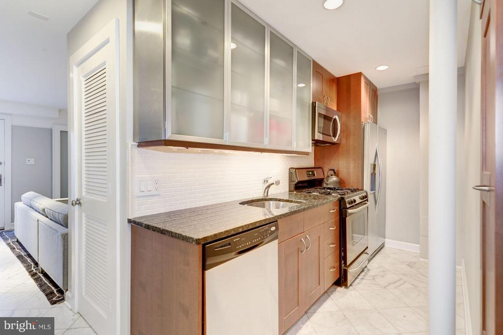 Features a full kitchen and separate laundry. - 1115 EAST CAPITOL ST SE, WASHINGTON