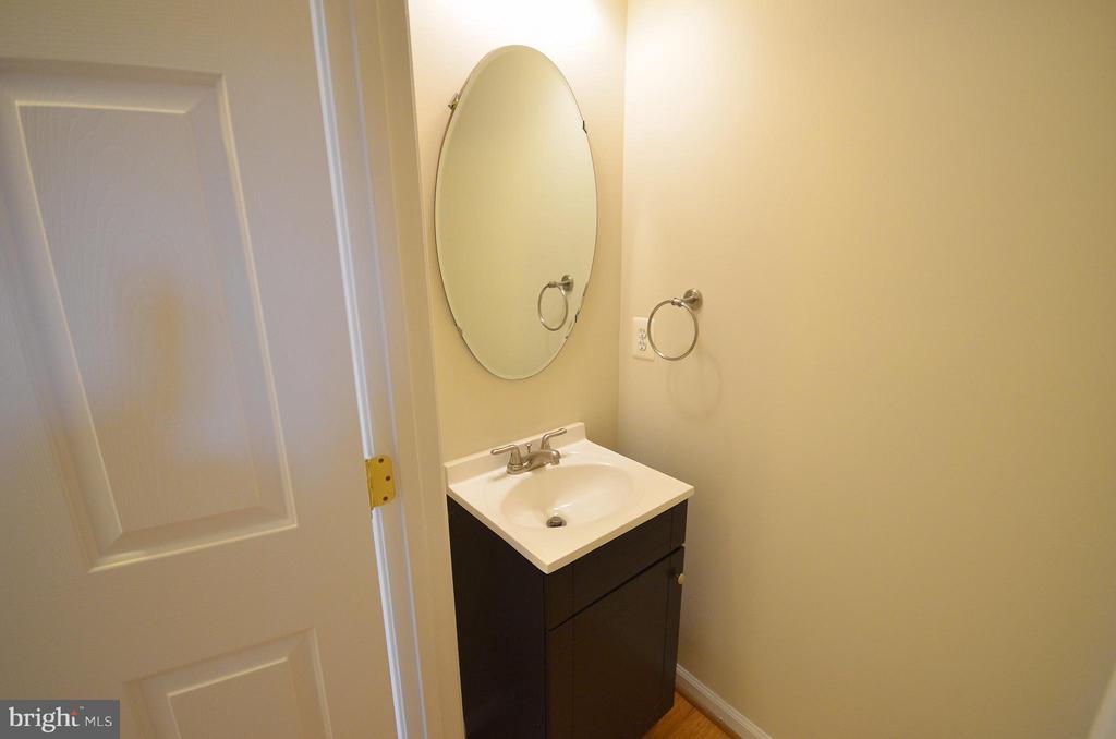 Half Bathroom - 204 SHIRLEY SQ SE, LEESBURG