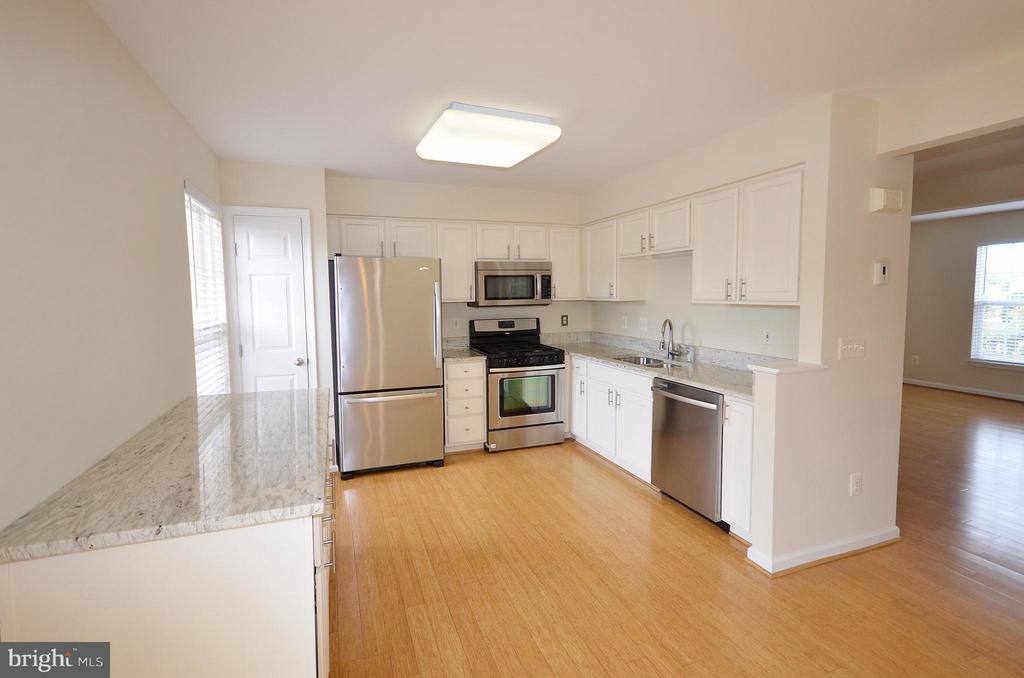 Kitchen - 204 SHIRLEY SQ SE, LEESBURG