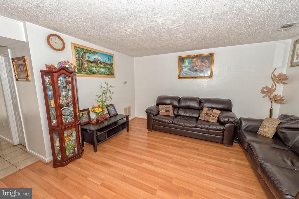 Living Room - 9072 BONHAM CIR, MANASSAS