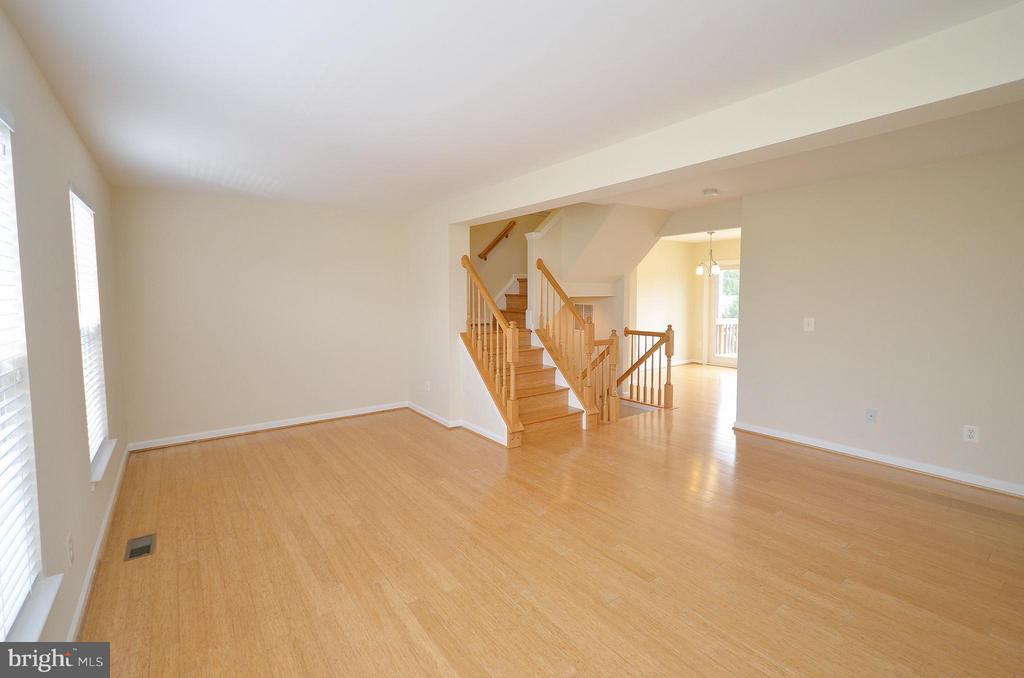 Living Room - 204 SHIRLEY SQ SE, LEESBURG