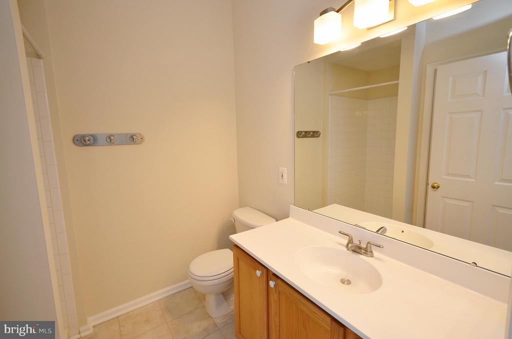 Master Bathroom - 204 SHIRLEY SQ SE, LEESBURG